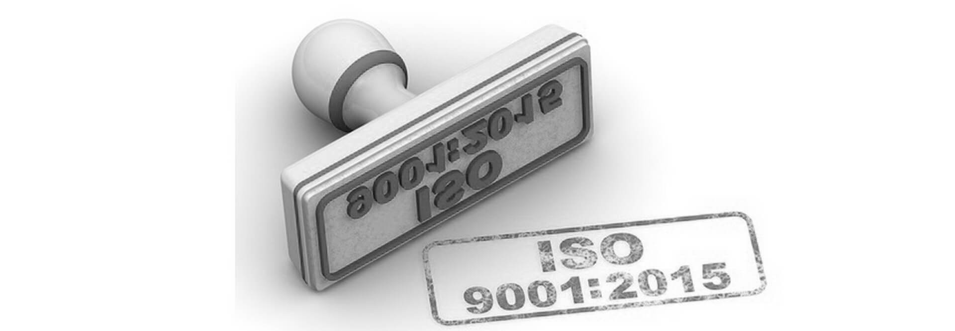 חותמת עם עם כיתוב ISO 9001:2015 כדימוי הבטחה של קבלת ההסמכה