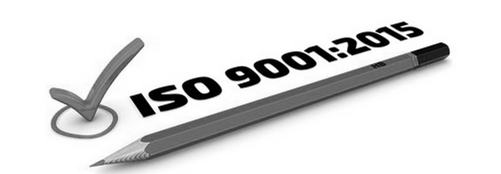 עיפרון מחודד עם כיתוב ISO 9001:2015 כדימוי לתהליך שפיצי מהיר וממוקד